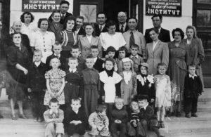 Співробітники педінституту з дітьми